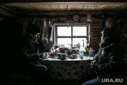 Заболотье Тюменская область., накрытый стол, окно, деревенский быт