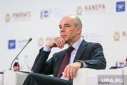 VIII Гайдаровский форум, второй день. Москва, силуанов антон, портрет, рука у лица