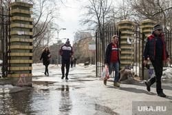 Парк Зеленая роща. Екатеринбург, ворота, выгул собак, парк зеленая роща