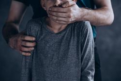 Клипарт depositphotos.com, ребенок, педофилия, педофил, детское насилие, закрывать рот рукой