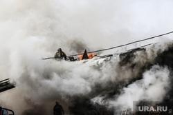 Пожар в историческом здании по ул. Дзержинского 34. Тюмень, дым, пожар