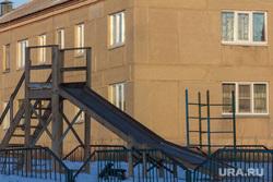 Поселок Новоянгелька. (Агаповский район). Челябинская область, дом, горка, деревенская жизнь, зима