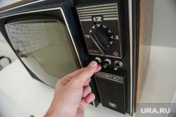 Выставка старых телевизоров в кинотеатре
