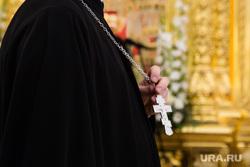 Визит патриарха Кирилла в Храм святой мученицы Татианы. Когалым , вера, религия, православный священник, рука священника, крест, рука с крестом, православие
