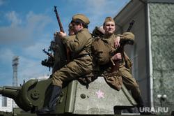 Военный парад, посвященный 73-й годовщине победы в Великой Отечественной войне. Свердловская область, Верхняя Пышма, военная техника, солдаты, танк, вов, форма великой отечественной войны, парад военной техники