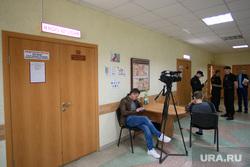 Суд по подросткам: мера пресечения. Свердловская область, Берёзовский, ожидание, закрытая дверь, зал судебных заседаний