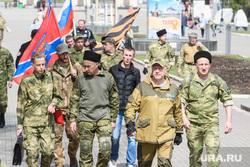 Добровольцы Донбасса в парке Маяковского. Екатеринбург, колонна, люди в форме