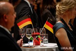 Прием немецкого консульства в честь Дня германского единства. Екатеринбург, флаг германии, бокалы, торжественный прием, фуршет, немецкий флаг