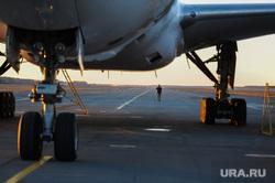 Боинг-777 в Челябинском аэропорту. Челябинск, шасси, самолет, боинг-777-200