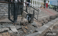 Реконструкция привокзальной площади в городе. Курган, привокзальная площадь, установка бордюров, ремонт дорожного покрытия