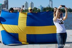 Болельщики сборной Швеции в Екатеринбурге, флаг швеции, болельщики сборной швеции