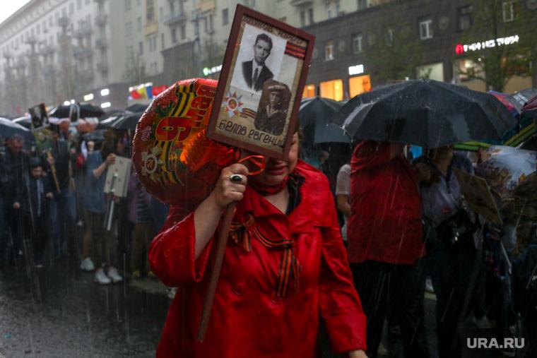 Москву накрыл сильнейший ливень. Ветер роняет деревья на людей. ФОТО, ВИДЕО