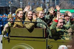 Блогер Варламов раскритиковал переодевание детей в военную форму на 9 Мая. «Золотая жила для торговцев»