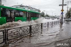 Затопление центральных улиц во время дождя. Екатеринбург, дождь, ливень, потоп