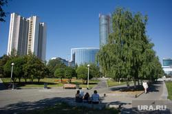 Виды Екатеринбурга, правительство свердловской области, сквер, аллея, октябрьская площадь, башня исеть, отель хайатт