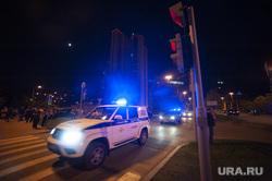 Протест против строительства храма святой Екатерины в сквере около драмтеатра. Екатеринбург, мигалка, сирена, полицейский автомобиль