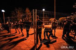 Протест против строительства храма святой Екатерины в сквере около драмтеатра. Екатеринбург, сквер, протестующие, протест, храм святой екатерины
