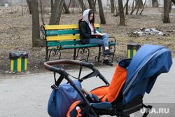 Экскурсия по Зеленой роще от Владимира Злоказова. Екатеринбург, прогулка, парк, детская коляска, девушка на скамейке