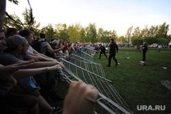 Протест против строительства  храма святой Екатерины в сквере около драмтеатра. Екатеринбург, ограждение сломано, сквер на драме, протест, сквер, храм святой екатерины