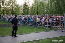 Протест против строительства  храма святой Екатерины в сквере около драмтеатра. Екатеринбург, ограждение, протест, забор, сквер на драме, за сквер