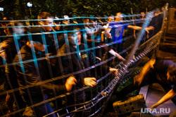 Ночной протест против строительства  храма святой Екатерины в сквере около драмтеатра. Екатеринбург, протест, ограждение, забор