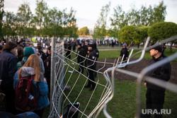 Акция против строительства собора святой Екатерины на Октябрьской площади. Екатеринбург, ограждение, протест, охрана, сквер, сквер на драме