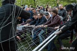 Беспорядки в сквере на Октябрьской площади. Екатеринбург, протест, храм на драме, сквер на драме
