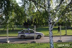 Протест против строительства  храма святой Екатерины в сквере около драмтеатра. Екатеринбург, полицейская машина, сквер на драме, протест, сквер, храм святой екатерины