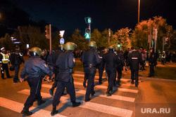 Протесты против строительства храма Св. Екатерины в сквере у театра драмы. Екатеринбург  , пешеходный переход, полиция, сквер на драме