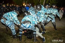 Третий день протестов против строительства храма Св. Екатерины в сквере около драмтеатра. Екатеринбург, омон, задержание