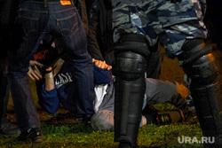 Второй день протестов против строительства храма Св. Екатерины в сквере около драмтеатра. Екатеринбург, задержание, росгвардия, протест, сквер на драме