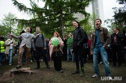 Четвертый день протестов против строительства храма Св. Екатерины в сквере у театра драмы. Екатеринбург, молодежь