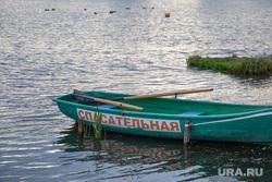 Виды Перми, пруд, купальный сезон, спасательная лодка