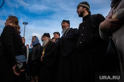 Молебен в сквере у театра драмы. Екатеринбург, священнослужители