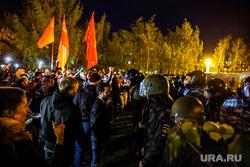 Протесты против строительства храма Св. Екатерины в сквере у театра драмы. Екатеринбург, протест, омон, сквер на драме