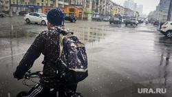 Майский снегопад. Екатеринбург, снег, снегопад, велосипедист, улица московская, плохая погода, мокрый снег