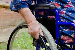 Клипарт depositphotos.com, пенсионерка, инвалидная коляска, пособие инвалидам, социальное пособие, льготы инвалидам, инвалидное кресло