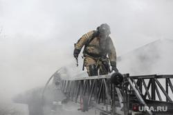 Пожар в историческом здании по ул. Дзержинского 34. Тюмень, дым, пожарная лесница