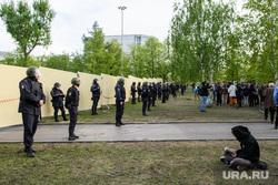 Третий день протестов против строительства храма Св. Екатерины в сквере у театра драмы. Екатеринбург, протест, оцепление, забор, сквер на драме