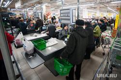 Открытие супермаркета «Перекресток». Екатеринбург, продуктовый магазин, кассы, очередь