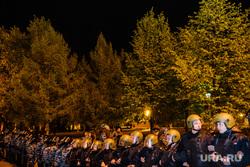 Третий день протестов против строительства храма Св. Екатерины в сквере у театра драмы. Екатеринбург, оцепление, омон, сквер на драме