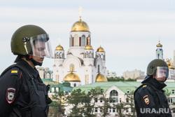 Третий день протестов против строительства храма Св. Екатерины в сквере у театра драмы. Екатеринбург, храм на крови, полиция, оцепление, город екатеринбург
