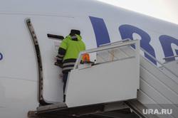 Боинг-777 в Челябинском аэропорту. Челябинск, самолет, проверка, боинг-777-200
