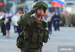 Репетиция торжественного построения войск Челябинского гарнизона. Челябинск, отдать честь, военный