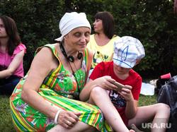 Венский фестиваль. (часть) Екатеринбург, пенсионерка, отдых на траве, бабушка с внуком