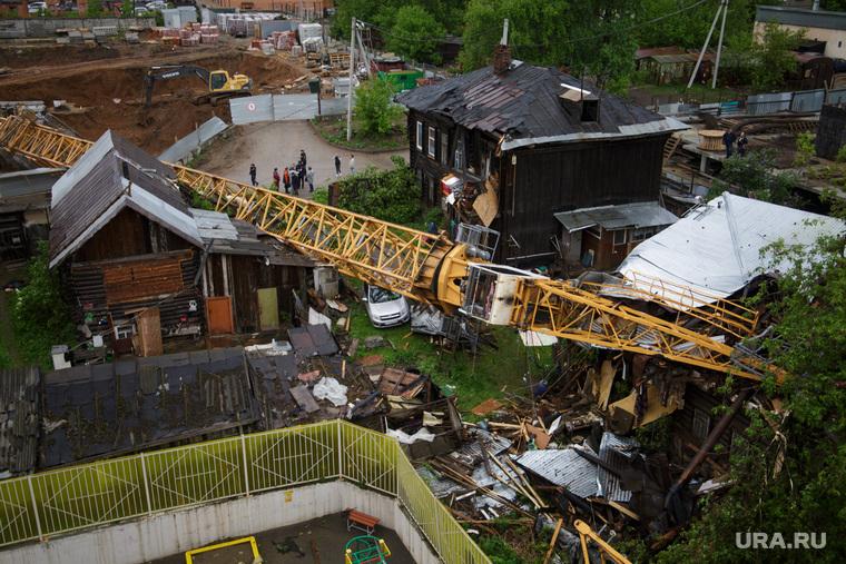 Упал строительный кран на Решетникова 17. Пермь