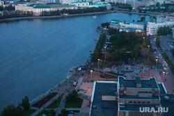 Третий день протестов против строительства храма Св. Екатерины в сквере у театра драмы. Екатеринбург, сквер, река исеть, город екатеринбург, вид сверху, протесты, сквер на драме