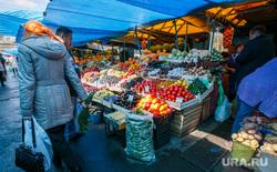 Проверка санкционных продуктов на Шарташском рынке. Екатеринбург, овощи, рынок