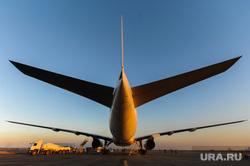 Боинг-777 в Челябинском аэропорту. Челябинск, самолет, боинг-777-200