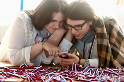 Медиафорум ОНФ. Калининград, телефон, соцсети, мобильник, гаджет, девушки, зависимость, триколор, подруги, трехцветная лента, репост, виральность